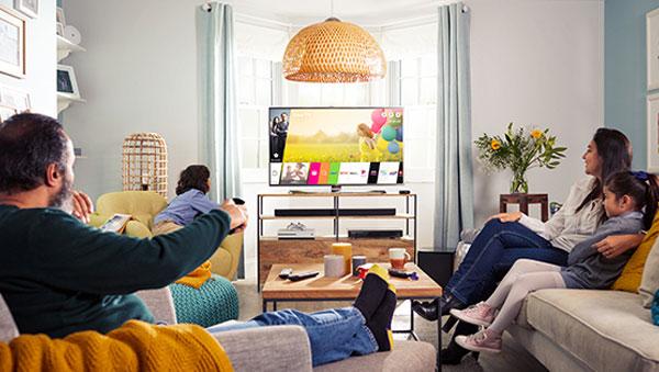 """TV là """"bộ mặt"""" của phòng khách với nhiều gia đình Việt"""