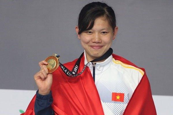 Vận động viên Nguyễn Thị Ánh Viên vui mừng trước chiến thắng và cô sẽ được Nguyễn Kim trao tặng một chiếc tivi để khích lệ tinh thần chiến đấu