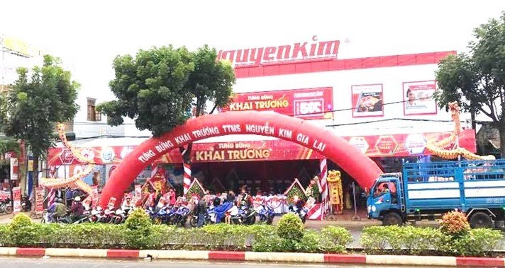 Trung tâm mua sắm Nguyễn Kim Gia Lai tọa lạc ngay tuyến đường chính của thành phố Pleiku với diện tích lớn.