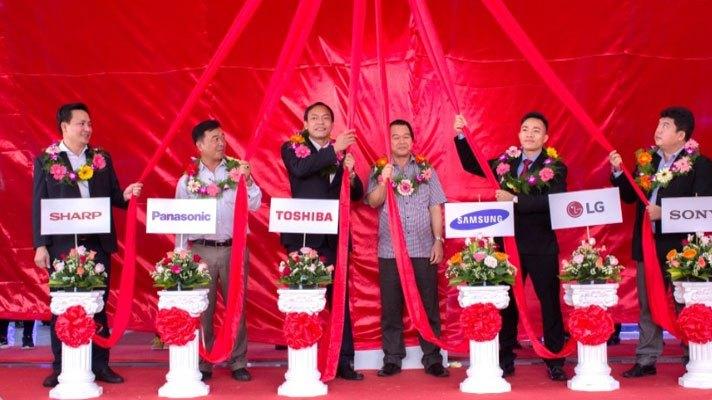 Giám Đốc Trung tâm mua sắm Vùng Miền Đông và Miền Trung cùng Quan khách đại diện các nhãn hàng lớn đã có mặt tại Nguyễn Kim Gia Lai.