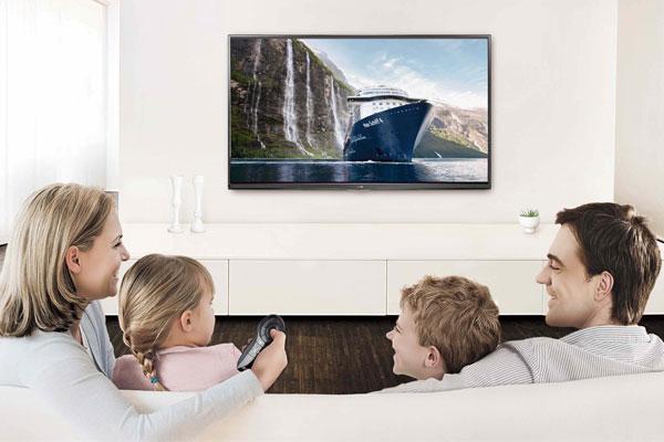 """Khoảng cách xem tivi cần hợp lý để bảo vệ cho """"cửa sổ tâm hồn"""" của gia đình bạn"""