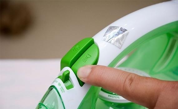 Bàn ủi Philips GC1020 có tính năng khử vôi thông minh