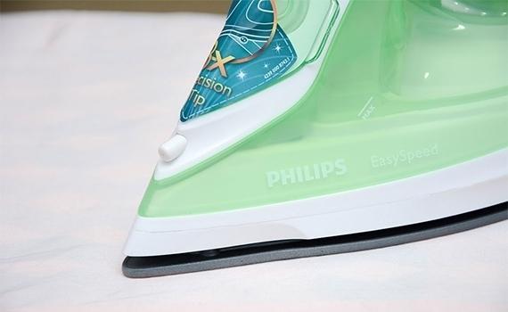 Mũi bàn ủi Philips GC1020 giúp bạn ủi phẳng những chổ khó ủi nhất