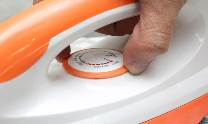 Bàn ủi khô Sunhouse SHDI1070 tùy chỉnh nhiệt độ dễ dàng