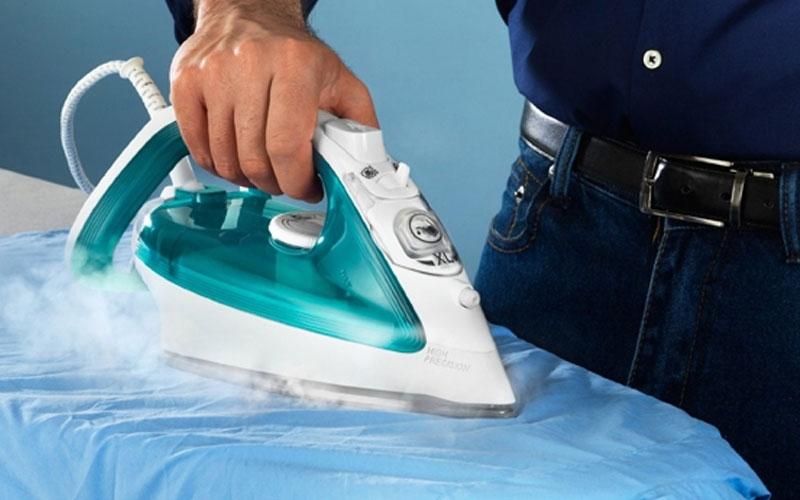 Vỏ bàn ủi phải chống nóng hiệu quả để an toàn cho người dùng
