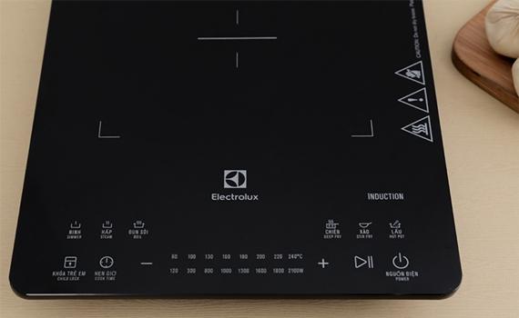 Bếp điện từ Electrolux ETD42SKA có bảng điều khiển cảm ứng