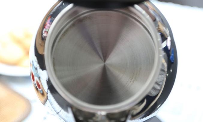 Bình đun siêu tốc Philips HD9303 1.2 lít dễ sử dung