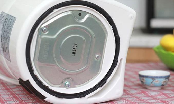 Bình thủy điện Panasonic NC-EG2200CSY khoá an toàn