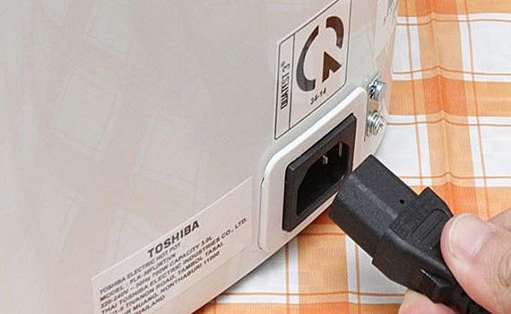 Bình thủy điện Toshiba PLK-30FL(WT)VN thiết kế tiện lợi