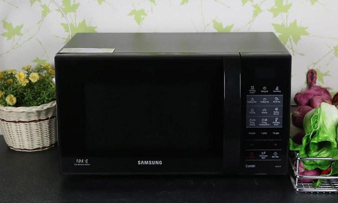 Lò vi sóng Samsung CE73J nấu ăn tiện lợi