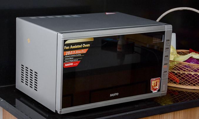 Lò vi sóngSanyo EM-C6786V khử mùi