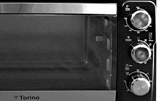 Lò nướng Torino BMSW2616 có nút điều khiển điện cơ dễ dàng sử dụng