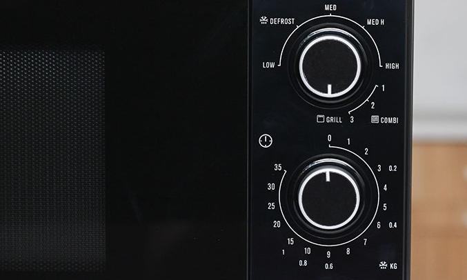 Lò vi sóng Electrolux EMM2318X nút xoay tiện lợi