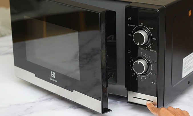 Lò vi sóng Electrolux EMM2318X hẹn giờ thông minh