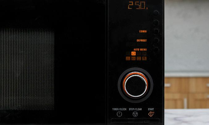 Lò vi sóng Electrolux EMS2348X 23 lít dễ sử dụng