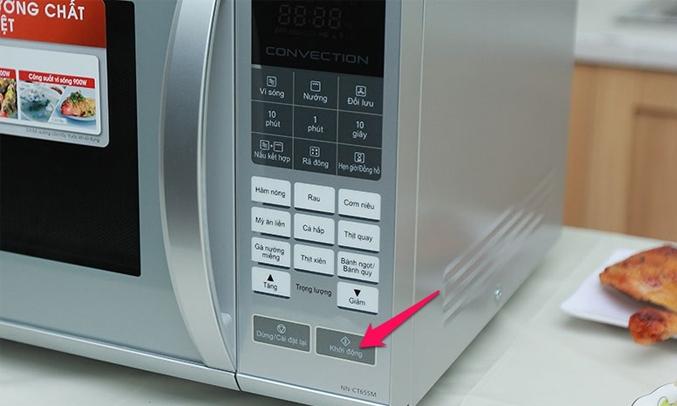 Lò vi sóng Panasonic 27 lít NN-CT655MYUE khóa bảng điều khiển