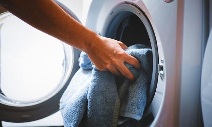 Máy giặt Electrolux Inverter 9kg EWF9025BQWA - Thêm quần áo tiện lợi