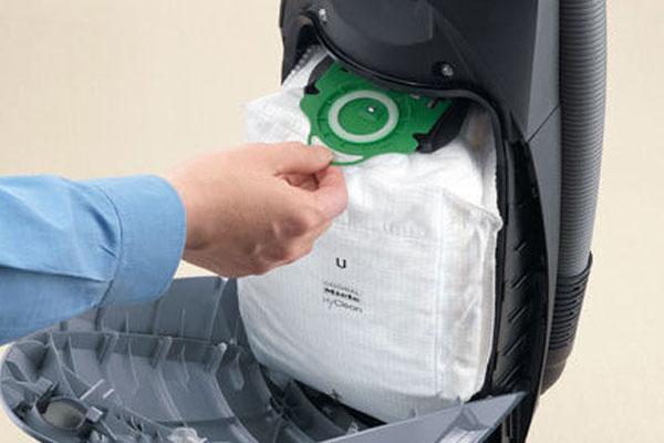 Bạn cũng có thể chọn máy hút bụi có túi nếu muốn tiết kiệm thời gian đổ rác sau mỗi lần dọn dẹp