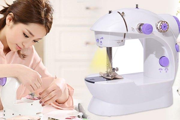 Thiết kế bắt mắt, màu sắc trang nhã của máy may mini rất hợp với phái nữ