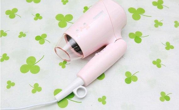 Máy sấy tóc Philips BHC010/00 kiểu dáng nhỏ gọn với màu hồng xinh xắn