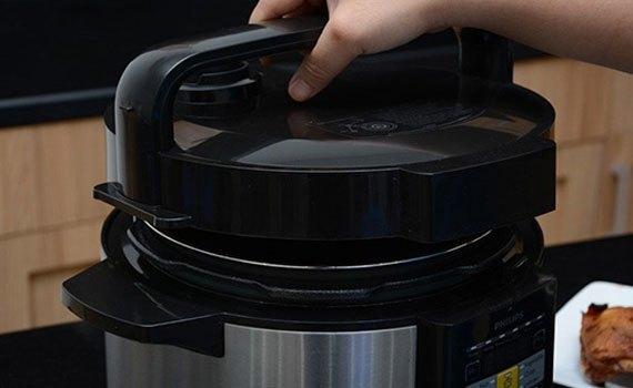 Nồi áp suất Philips HD2136 có chức năng hẹn giờ tiện lợi
