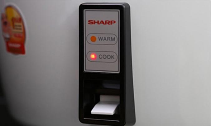 Nồi cơm điện Sharp KSH-777V dễ sử dụng