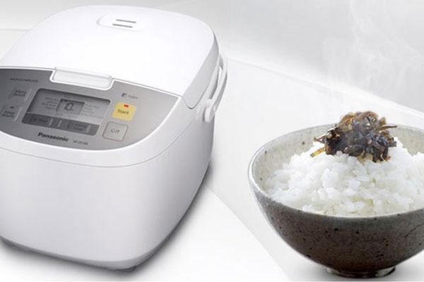 Người dùng dễ dàng vệ sinh lồng nồi cơm điện nhờ chất liệu chống dính chất lượng