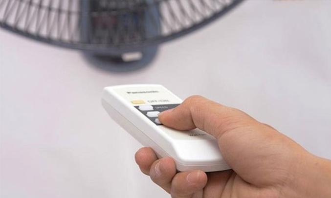 Quạt treo Panasonic F-409M xanh remote điều khiển từ xa