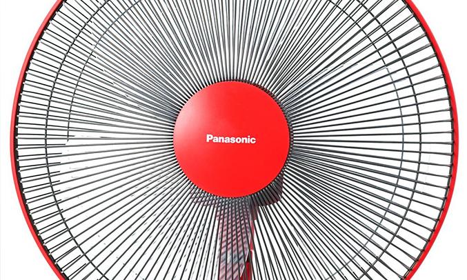 Máy quạt Panasonic F-409K màu đỏ làm mát đều
