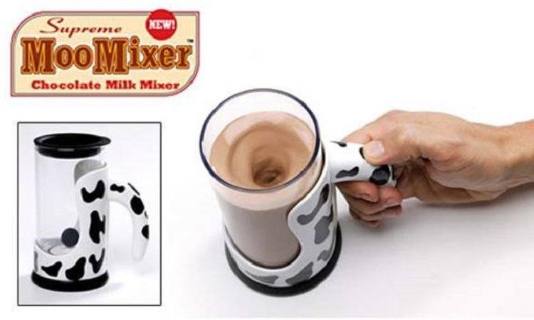 Chiếc cốc Moo Mixer tự động khuấy