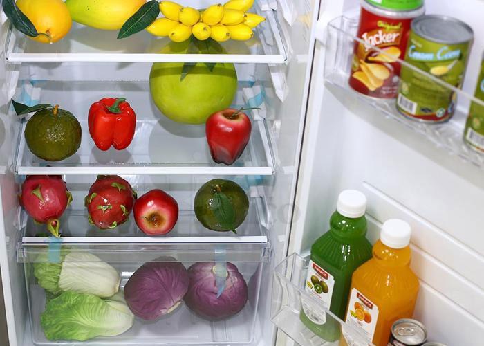 Bỏ báo vào tủ lạnh thử xem nào, mùi hôi sẽ được hấp thu hiêu quả đấy!
