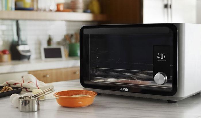 Đặt miếng nhôm trong lò nướng, việc vệ sinh thiết bị sẽ dễ dàng hơn