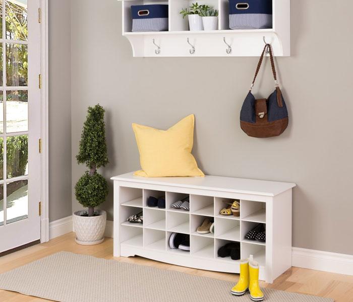 Môt chiếc kệ để giày sẽ giúp ngôi nhà bạn sạch sẽ và trông ngăn nắp