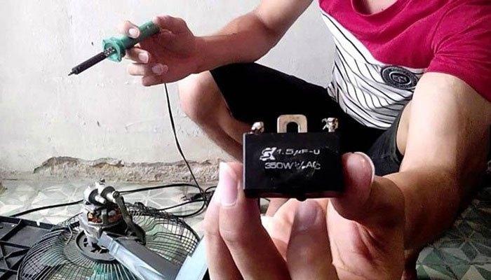 Hãy thay tụ điện mới cho quạt máy nếu chúng bị hư nhé!