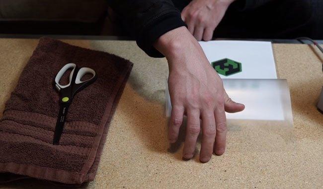 Ép plastic bằng bàn ủi