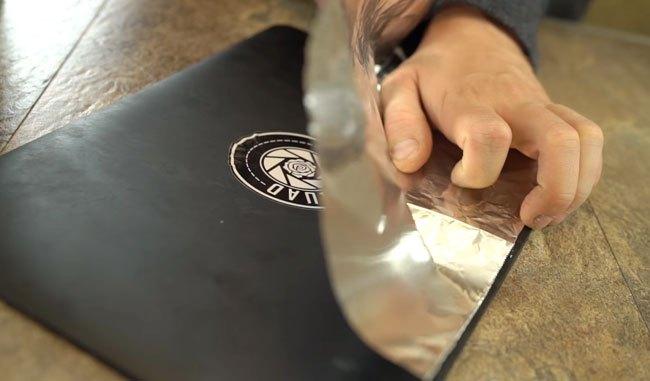 Xử lý miếng dán bị khô keo bằng bàn ủi