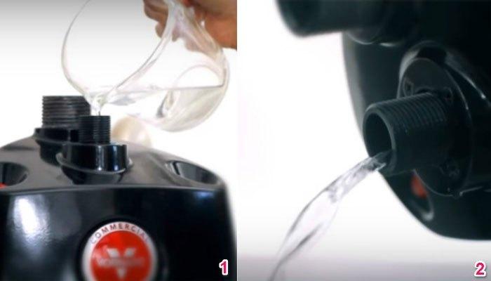 Rửa bàn ủi hơi nước đứng với nước sạch