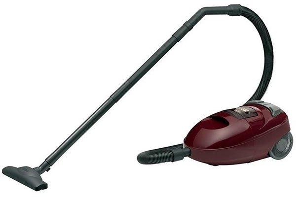 Bánh xe được thiết kế trên máy hút bụi giúp bạn dễ di chuyển