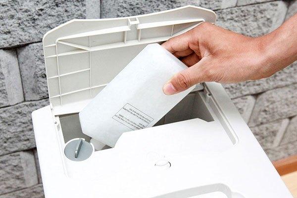 Quạt hơi nước Aqua Aref - B110MK3A có ngăn đựng đá khô giúp căn phòng hạ nhiệt nhanh chóng, tiện lợi trong những ngày hè oi bức