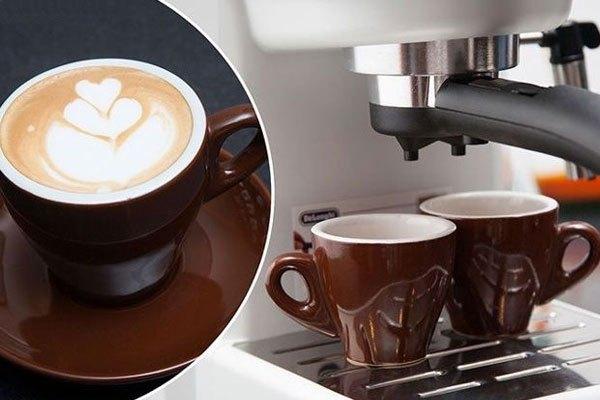 Ly cà phê sẽ thơm ngon hơn nếu đường ống dẫn của máy pha cà phê sạch sẽ