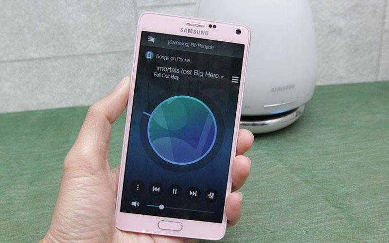 Loa sẽ phát nhạc khi kết nối Bluetooth với điện thoại thành công