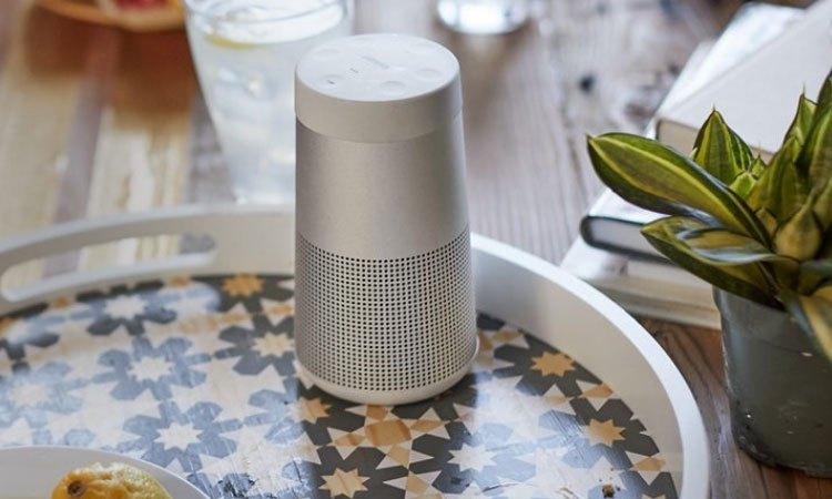 Loa Bose Soundlink Revolve màu xám có thiết kế bắt mắt