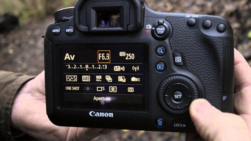 máy ảnh Canon EOS 6D có màn hình hiển thị sắc nét