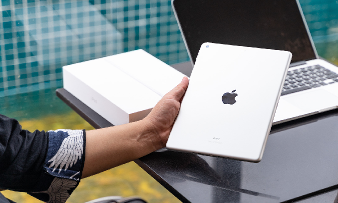Máy tính bảng iPad 10.2 inch Wifi 32GB MYLC2ZA/A Vàng (2020) - Thời lượng pin 10 tiếng