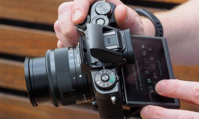 Máy ảnh Canon EOS M5 KIT 15-45MM màn hình 3.2inch