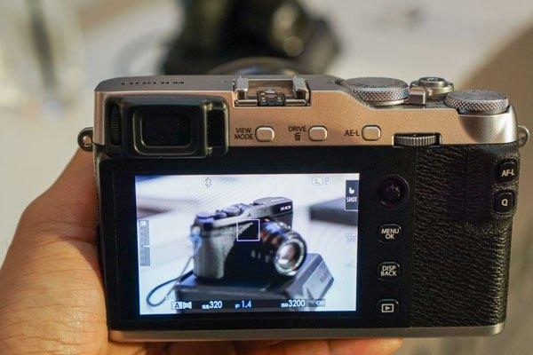 Màn hình cảm ứng của máy ảnh Fujifilm X-E3 tiện lợi, giúp người dùng thao tác dễ dàng hơn