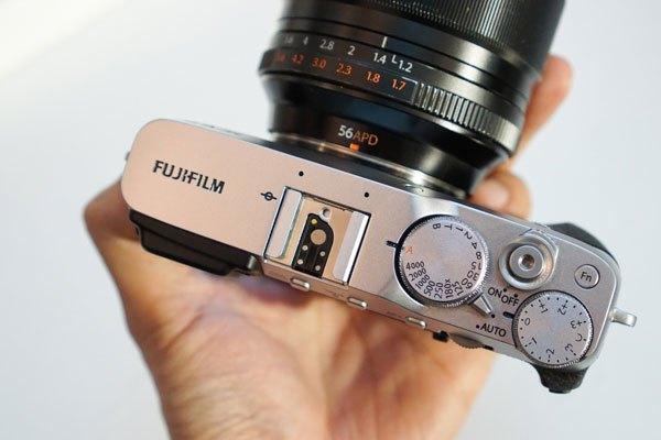 """Chiếc máy ảnh Fujifilm X-E3 có giá từ 22 triệu đồng, khá """"chát"""" so với nhiều người dùng"""