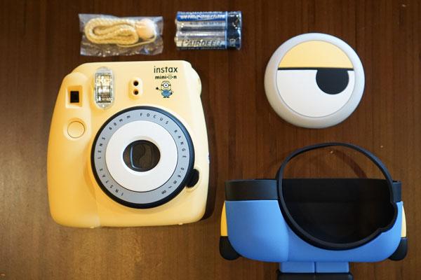 Mini 8 Minion hiện có giá 2.190.000 đồng, phim Instax Mini thường sẽ có giá khoảng 160.000 đồng/pack 10 tấm, còn phim Instax Mini phiên bản Minion có giá lên đến 270.000 đồng/pack 10 tấm.