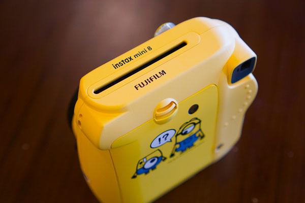 Về tốc độ, máy ảnh Fujifilm Instax Mini 8 Minion có khả năng chụp 1/60s, lấy nét từ 0,6 m đến vô cực, sử dụng khổ phim Instax Mini 62 x 46 mm.