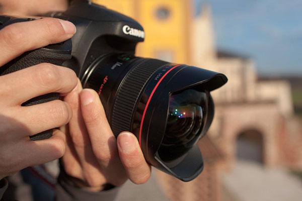 Việc chụp ảnh trở nên chuyên nghiệp hơn nếu bạn lựa chọn máy ảnh ống kính rời